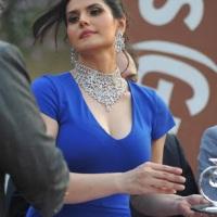 Zarine Khan Sexy In Blue Skirt At The Gitanjali Race event